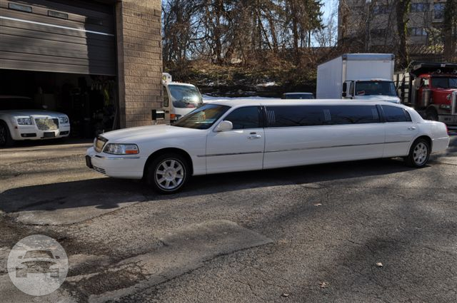 Lincoln Towncar Stretch  Limo / Warren, OH   / Hourly $0.00