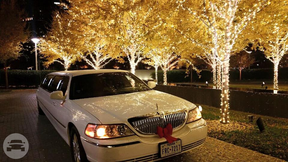 Classic White Lincoln Town Car Limousine Limo / Mesquite, TX   / Hourly $0.00
