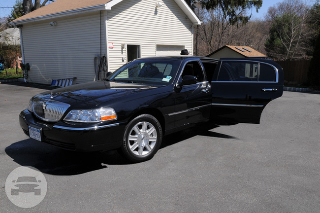 3 Passenger Lincoln Town  Car Luxury Sedans Sedan / New York, NY   / Hourly $0.00