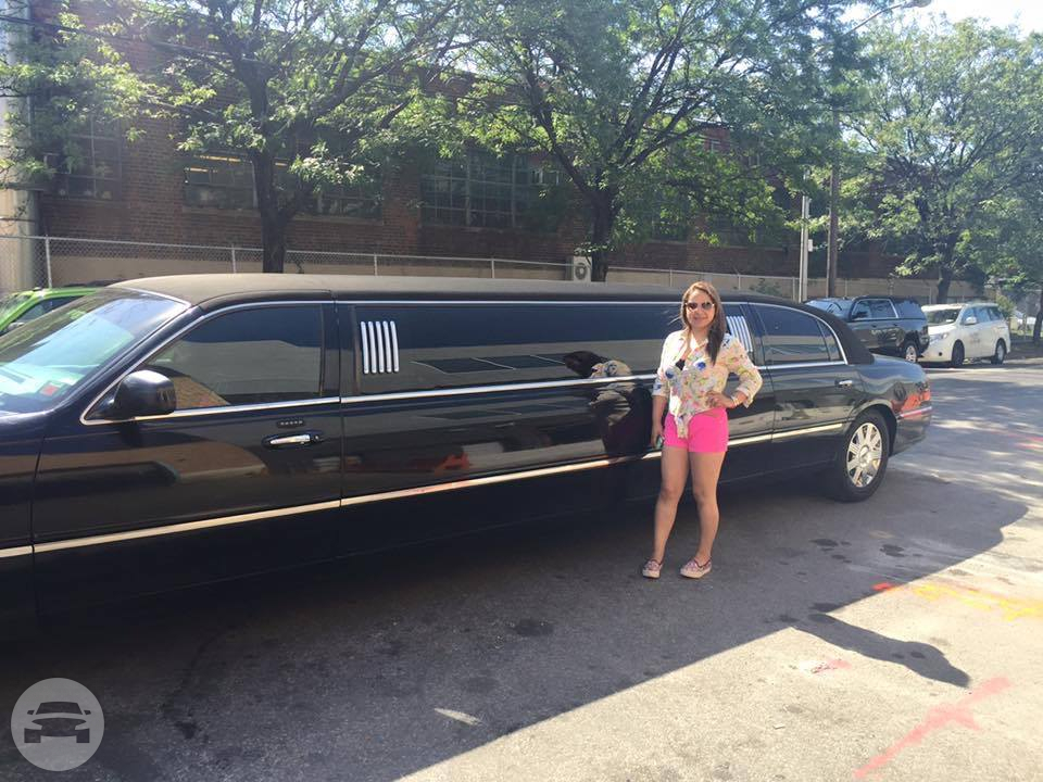 10 PASSENGER BLACK LINCOLN STRETCH LIMO Limo  / Newark, NJ   / Hourly $0.00