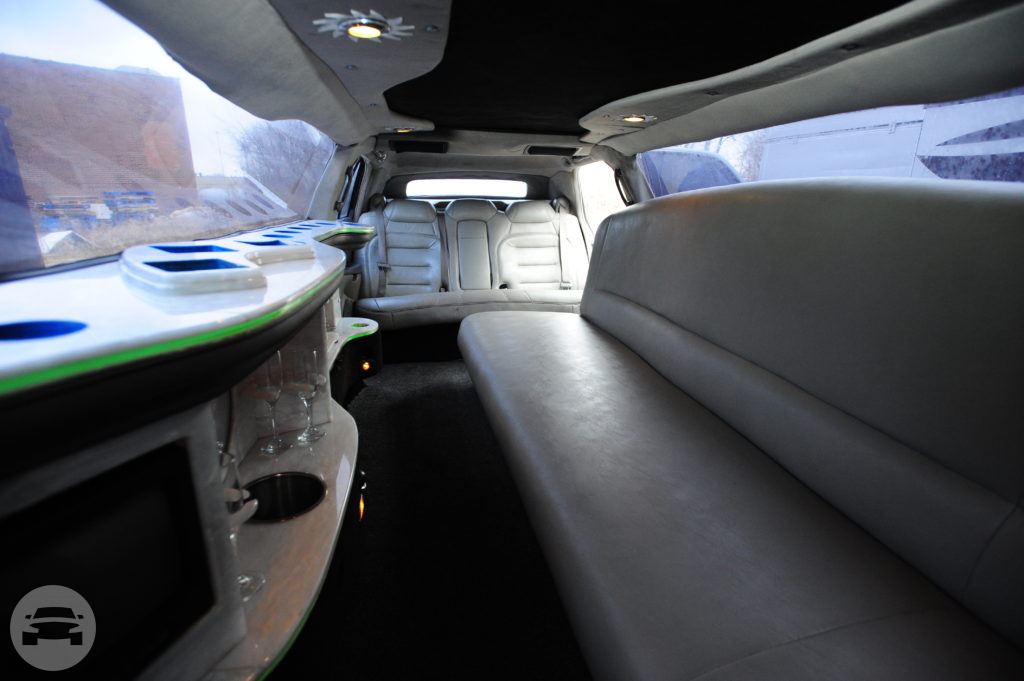 10 passenger Limousine Stretch Limo / Canton, OH   / Hourly $90.00