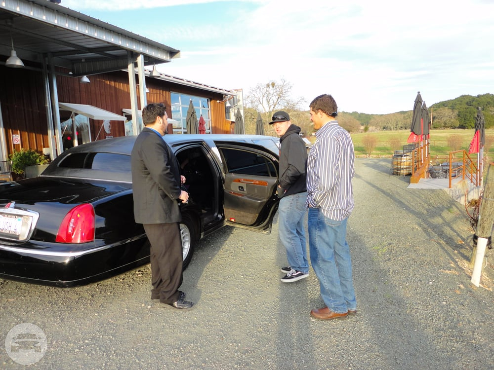 Black Lincoln Stretch Limousine Limo / Paso Robles, CA 93446   / Hourly $0.00