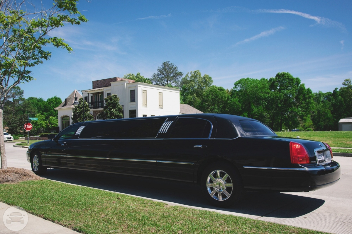 LINCOLN TOWNCAR STRETCH LIMOUSINE Limo  / Baton Rouge, LA   / Hourly $0.00
