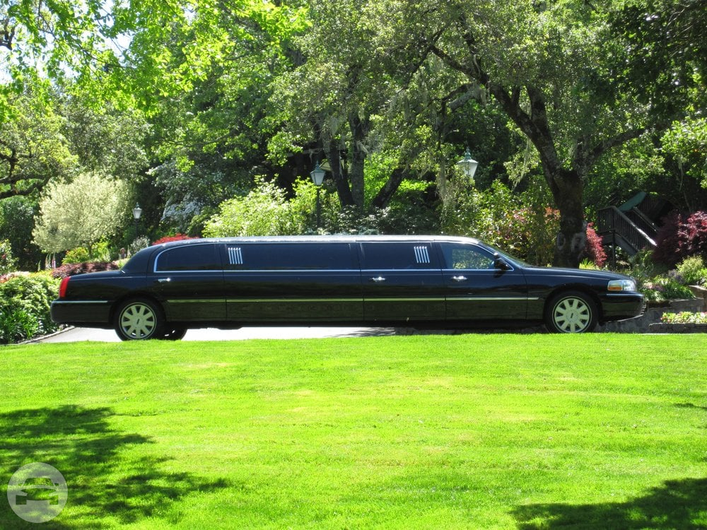 6 passenger Lincoln limousine Limo / Crockett, CA   / Hourly $0.00