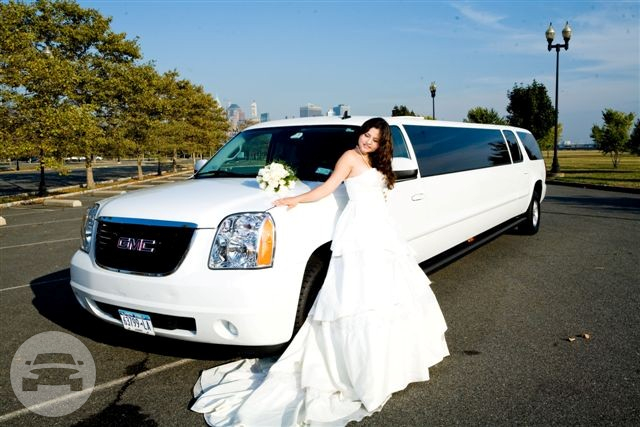 GMC Yukon Limousine - 14 Passengers Limo  / White Plains, NY   / Hourly $0.00