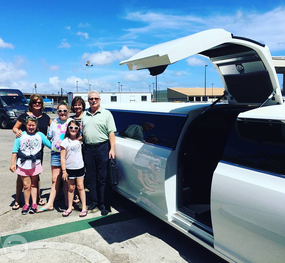 WHITE CHRYSLER LIMO Limo / Kaneohe, HI   / Hourly $0.00