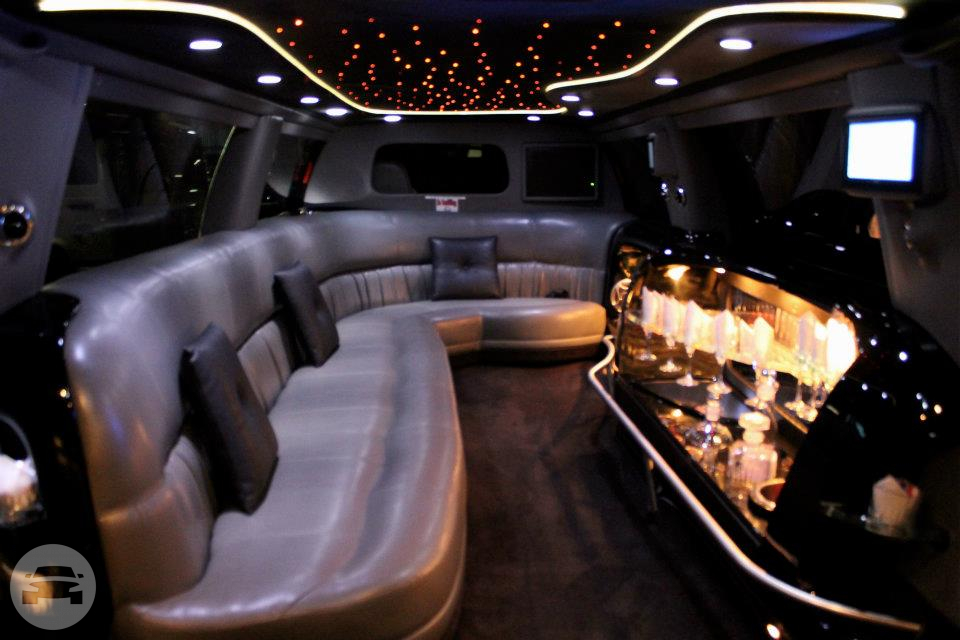BLACK EXCURSION LIMO - 12 PASSENGER Limo / Humble, TX   / Hourly $0.00