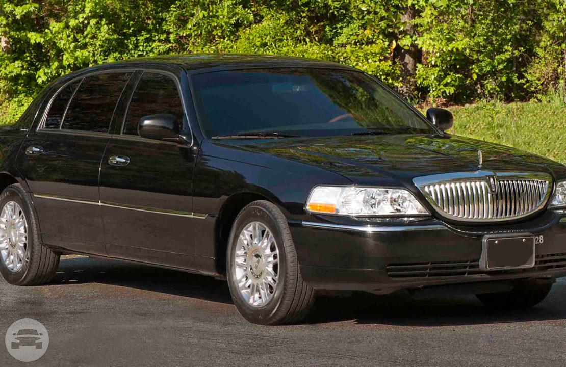 Lincoln Town Car Luxury Sedan Best: Lincoln Town Car Luxury Sedan