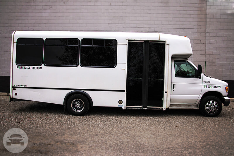 22 Passenger White Party Bus 2 Party Limo Bus / Romulus, MI   / Hourly $0.00