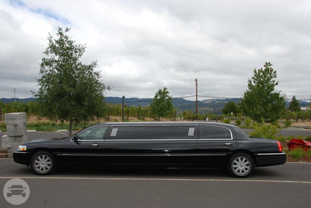 6 passenger Lincoln limousine Limo / Castro Valley, CA   / Hourly $0.00