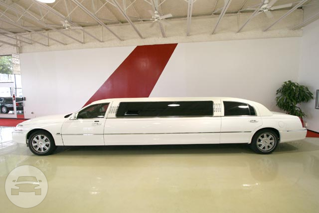 Lincoln Ultra Limousine (White) Limo  / Kemah, TX   / Hourly $80.00