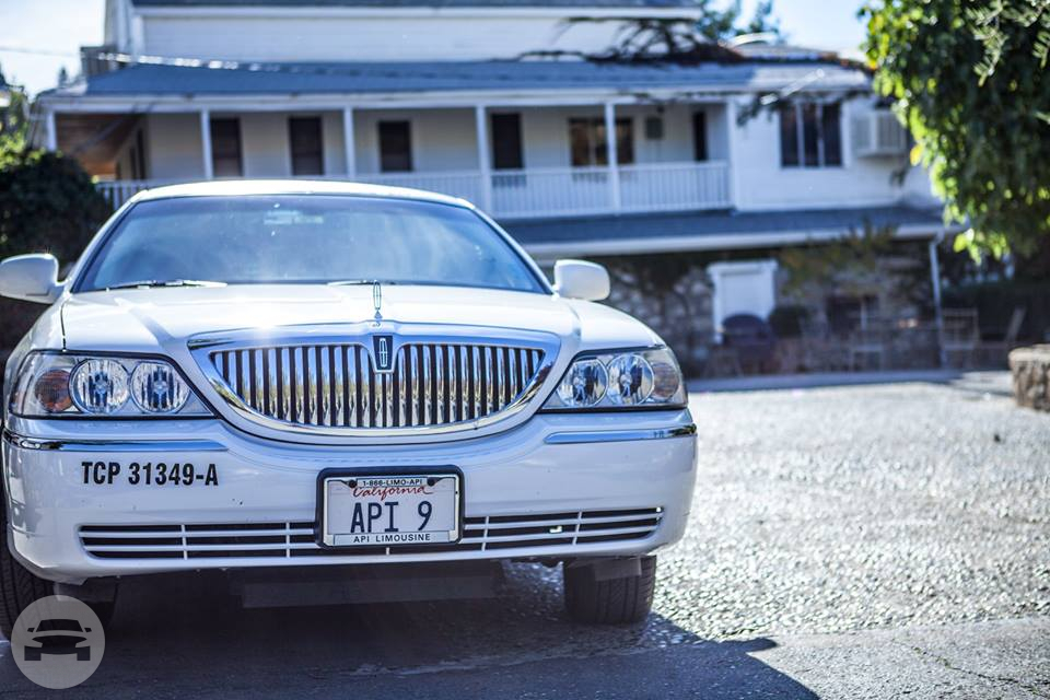 Lincoln Towncar Limo / Roseville, CA   / Hourly $0.00
