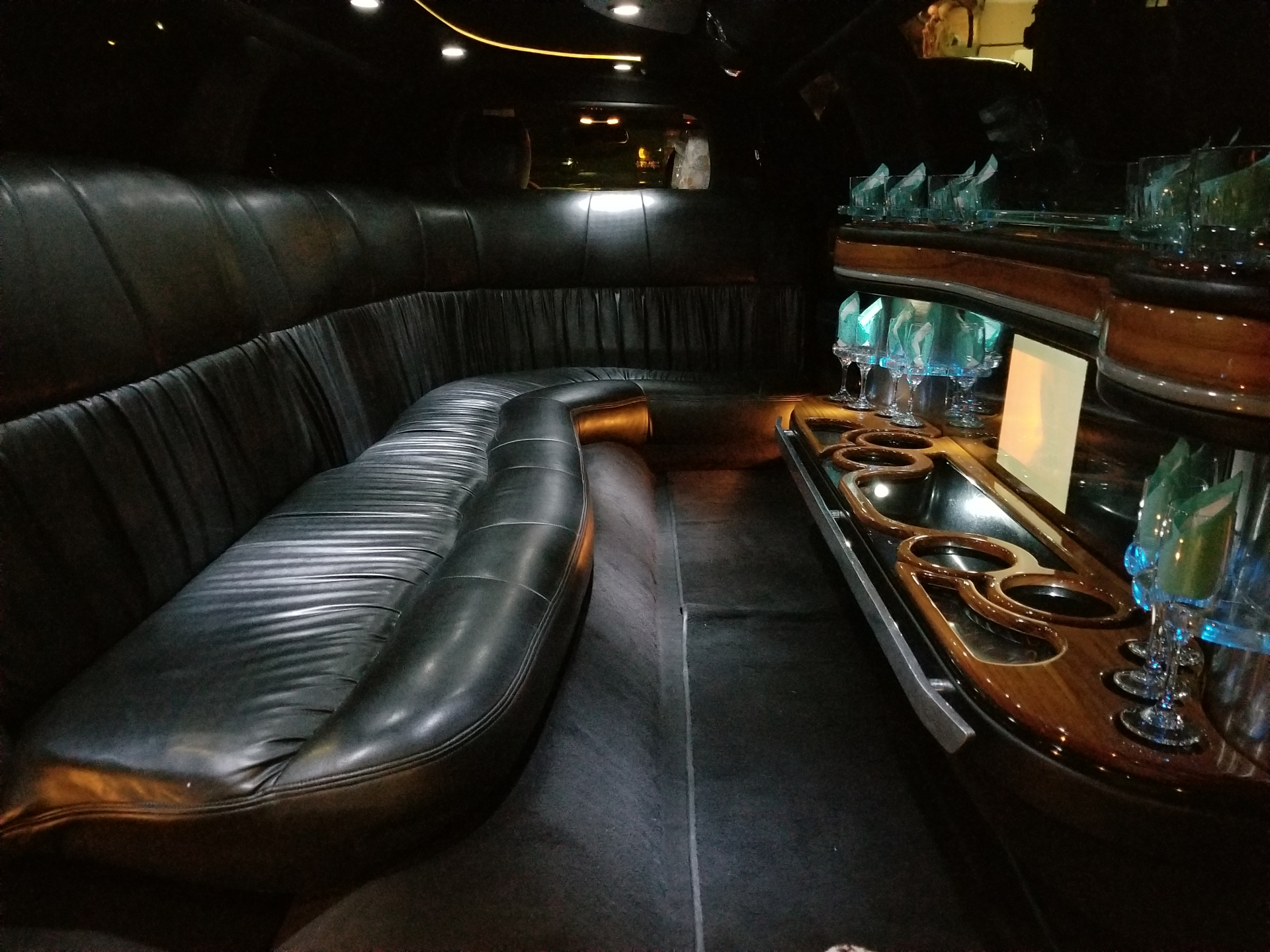 Stretch Limousine, 8 Passengers Limo / Napa, CA   / Hourly $65.00  / Hourly (Other services) $65.00