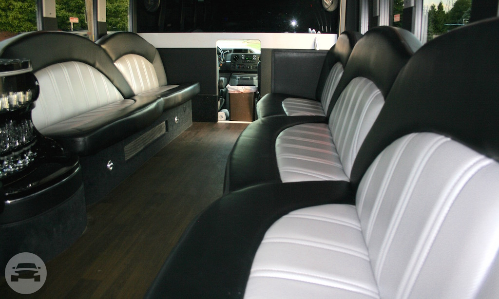 Party Bus (Gatsby Corporate) Party Limo Bus  / Cleveland, OH   / Hourly $0.00