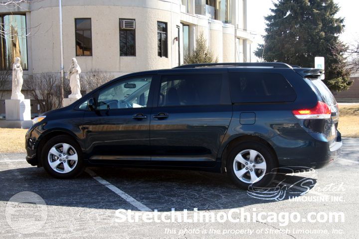Toyota Sienna Van / Chicago, IL   / Hourly $0.00