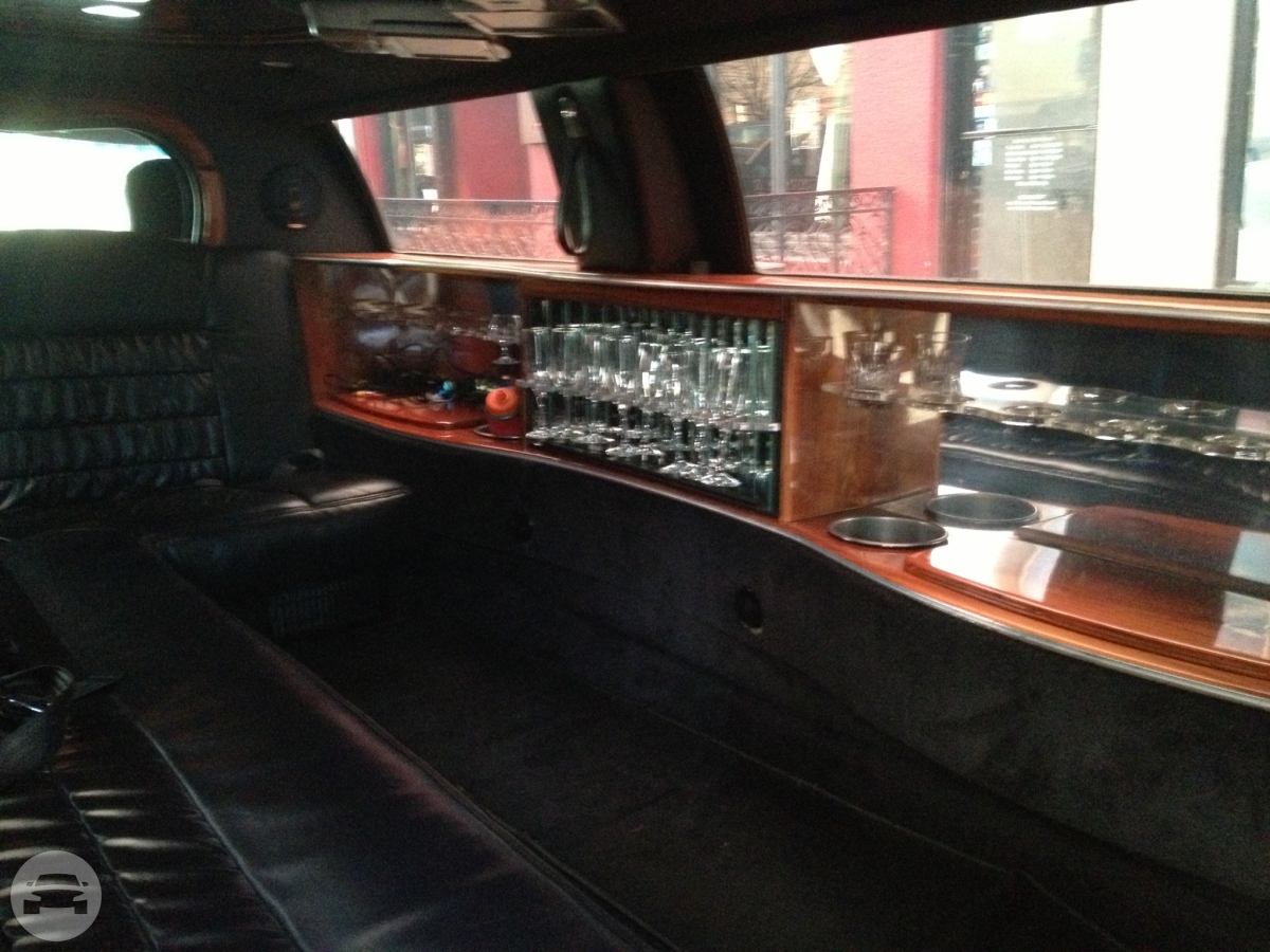 Lincoln Limousine Stretch Limo / Mountlake Terrace, WA   / Hourly $0.00