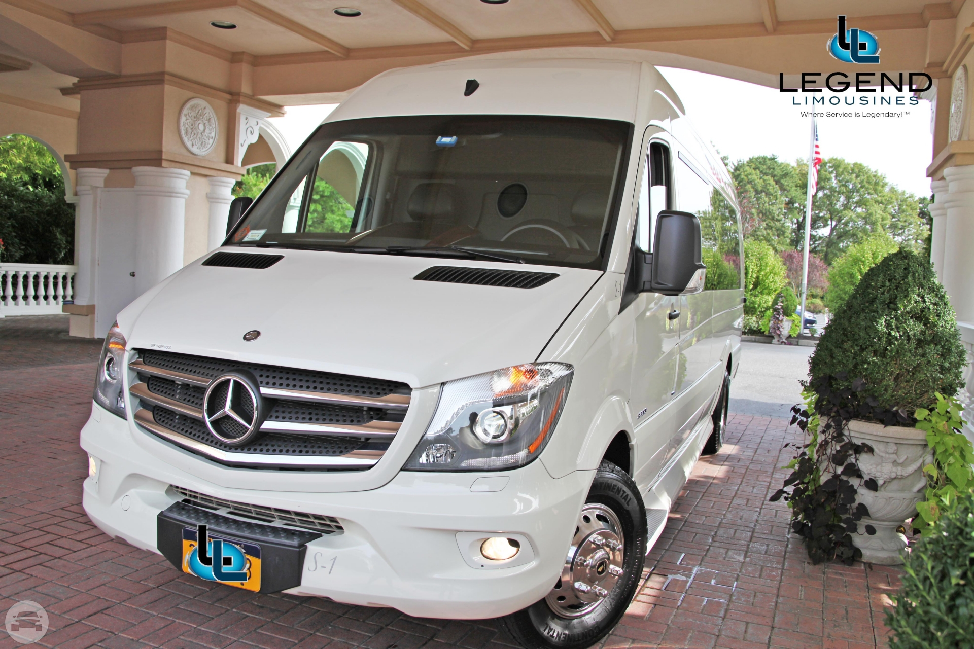 Get Online Quote For Passenger White Diamond Mercedes Benz - Mercedes benz limo bus