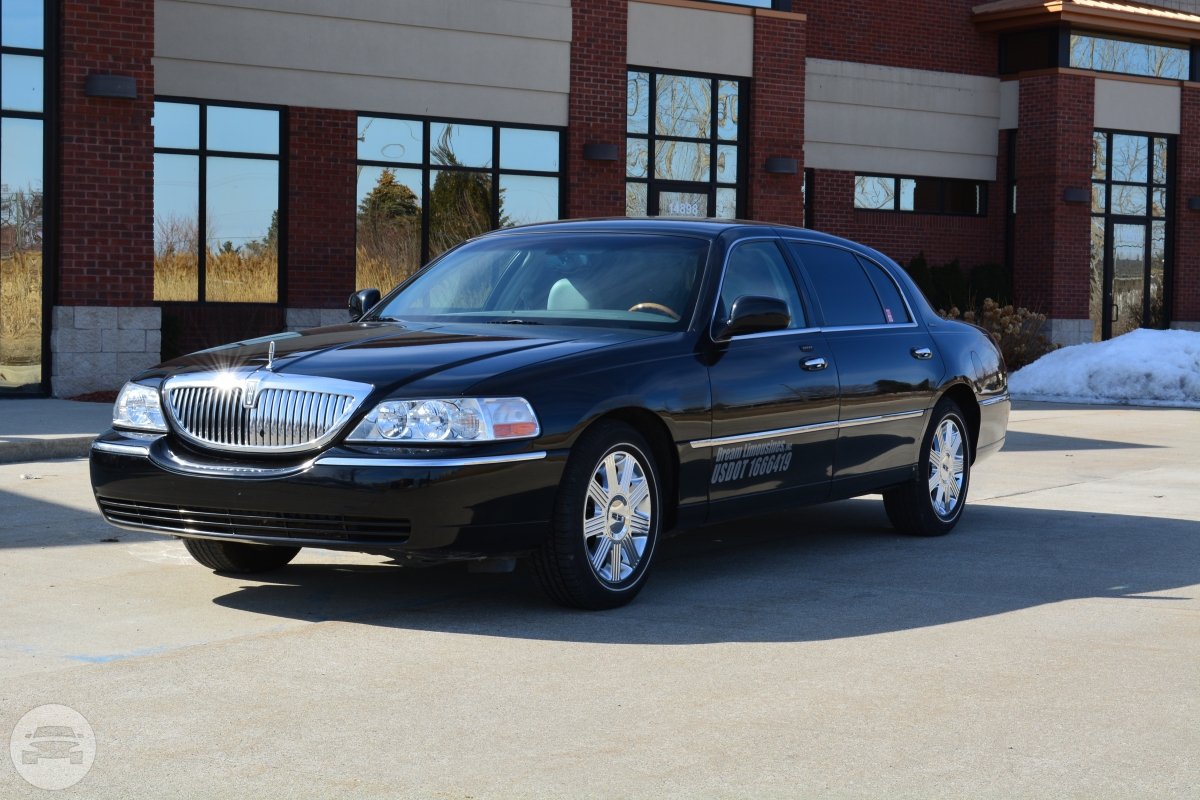 Lincoln Sedan Sedan  / Detroit, MI   / Hourly $0.00