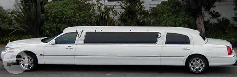 White Stretch Lincoln Town Car`s Limo / Chicago, IL   / Hourly $0.00