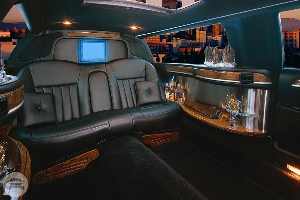 6 passenger Lincoln limousine Limo / Cupertino, CA   / Hourly $0.00