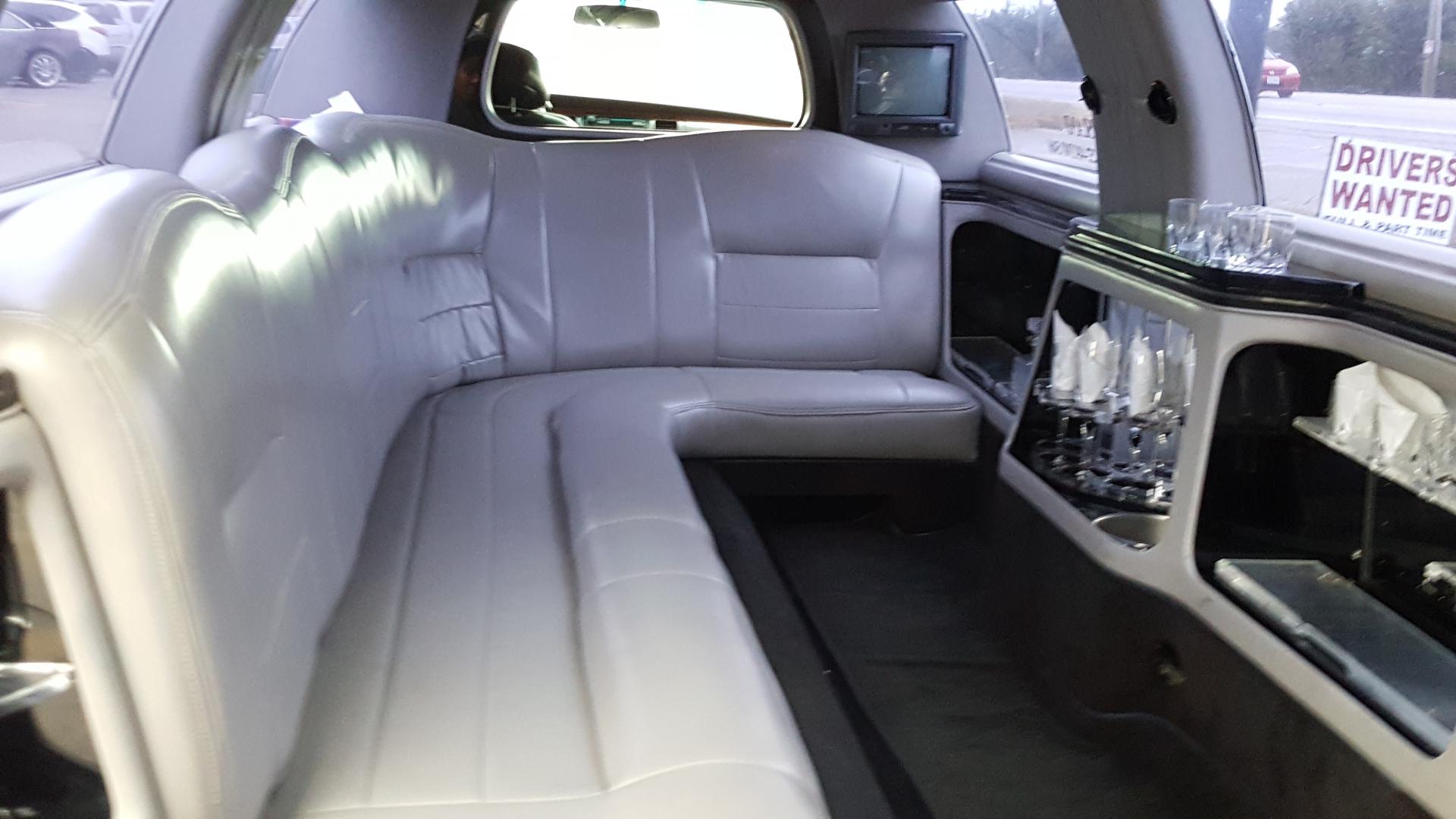 White Lincoln Limousine - Town Car Super Stretch Limousine Limo / Corolla,  ...