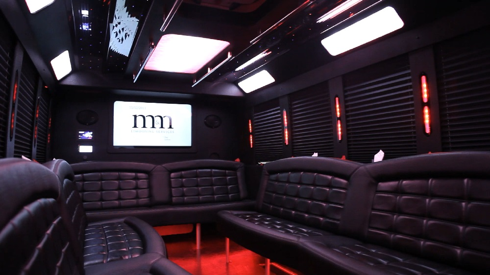 22 Passenger Limo Bus Party Limo Bus  / Arlington Heights, IL   / Hourly $0.00
