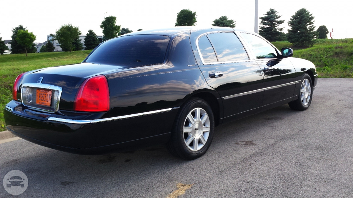 Lincoln Town Car Executive L Sedan Chicago Il Hourly 0 00