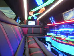 White Chrysler 300 Limousine Limo  / Hialeah, FL   / Hourly $0.00