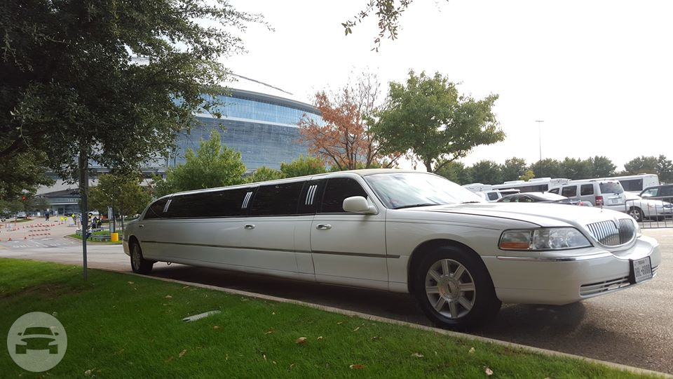 White Lincoln Town Car Limo Limo  / Dallas, TX   / Hourly $0.00