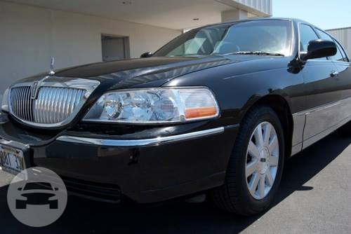 Lincoln Town Car Sedan / Honolulu, HI   / Hourly $72.00