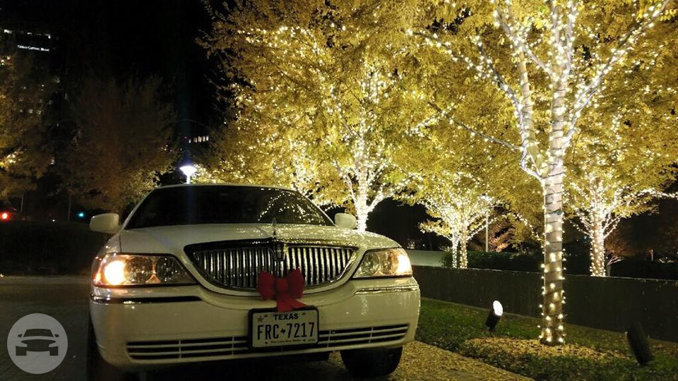Classic White Lincoln Town Car Limousine Limo / Irving, TX   / Hourly $0.00