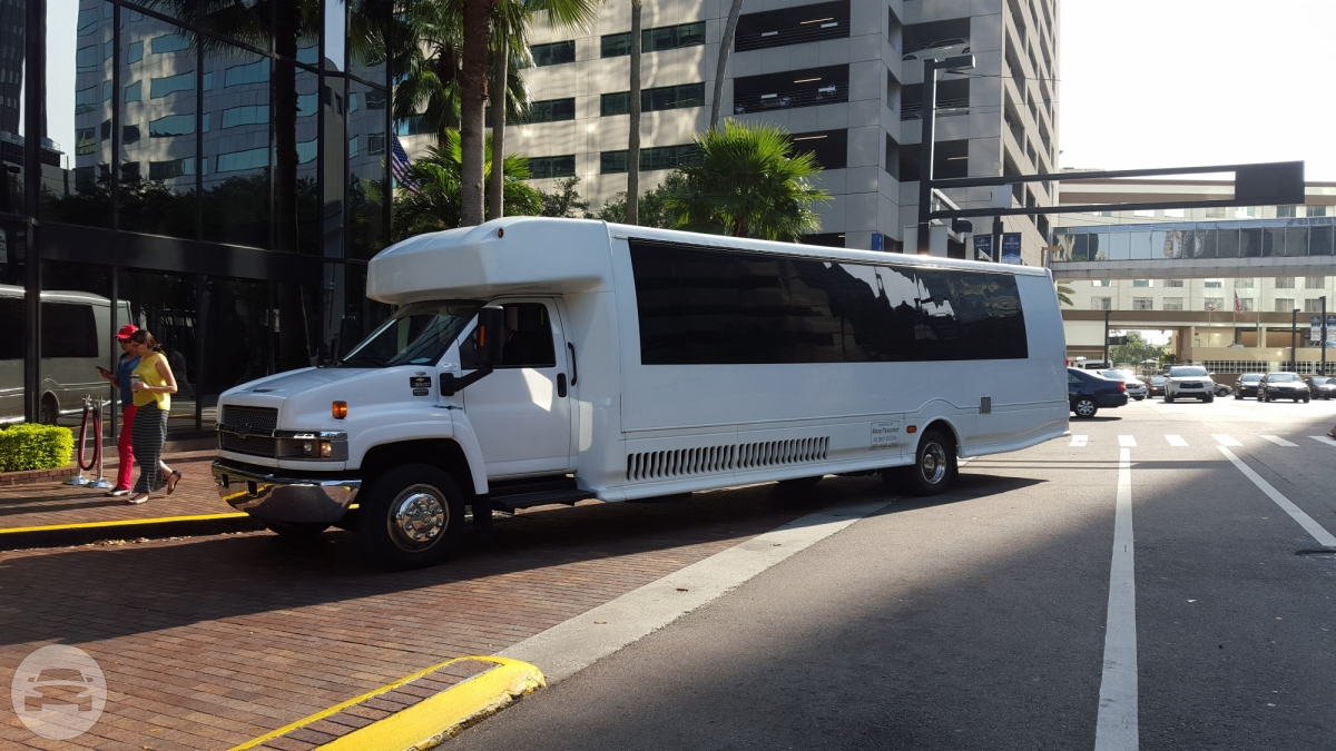 White Corporate Coach Coach Bus  / St. Petersburg, FL   / Hourly $0.00