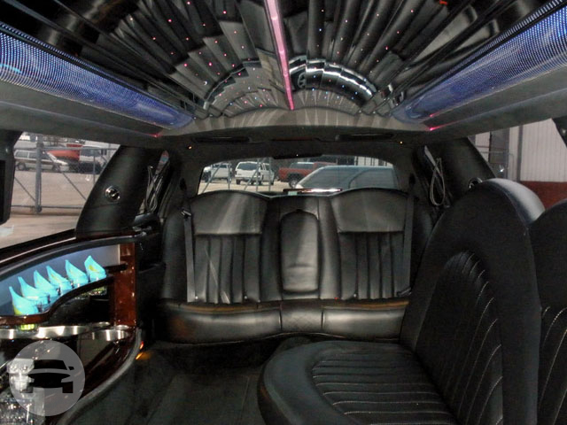 Lincoln Towncar Stretch  Limo / Akron, OH   / Hourly $0.00
