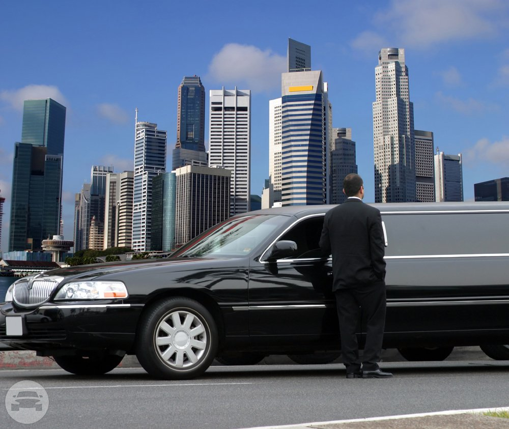 LINCOLN TOWNCAR 8 - 10 PASSENGERS Limo  / San Francisco, CA   / Hourly $0.00