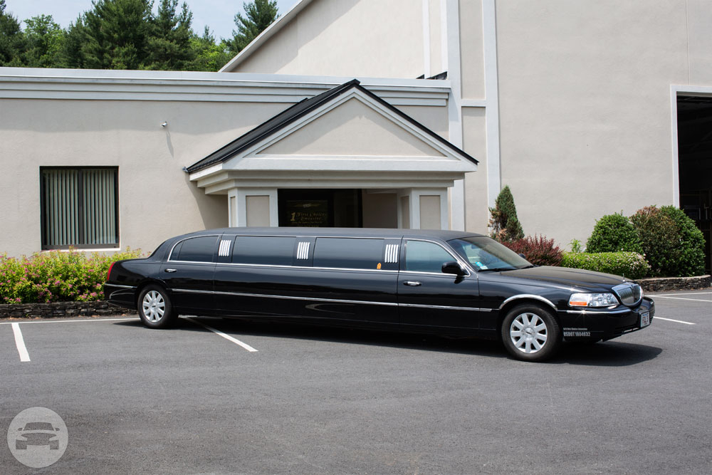 BLACK LINCOLN SUPER-STRETCH Limo  / Los Angeles, CA   / Hourly $0.00
