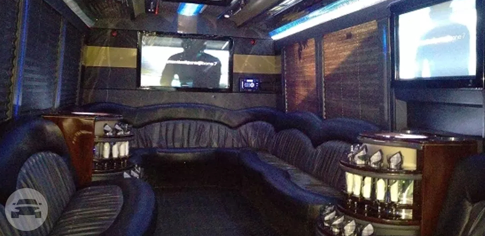 Freightliner Party Bus Party Limo Bus  / Toledo, OH   / Hourly $0.00