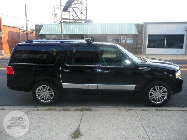 Lincoln Navigator SUV SUV  / Chicago, IL   / Hourly $0.00