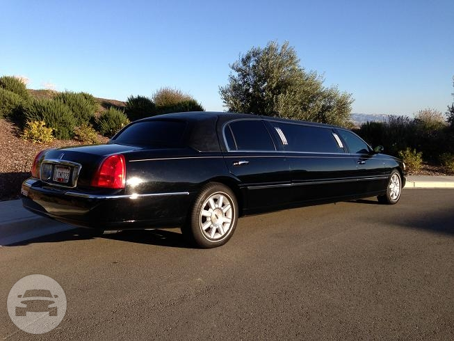 Lincoln Town Limo 6 Passengers Limo  / San Francisco, CA   / Hourly $0.00