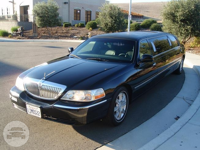 Lincoln Town Limo 6 Passengers Limo  / Pleasanton, CA   / Hourly $0.00