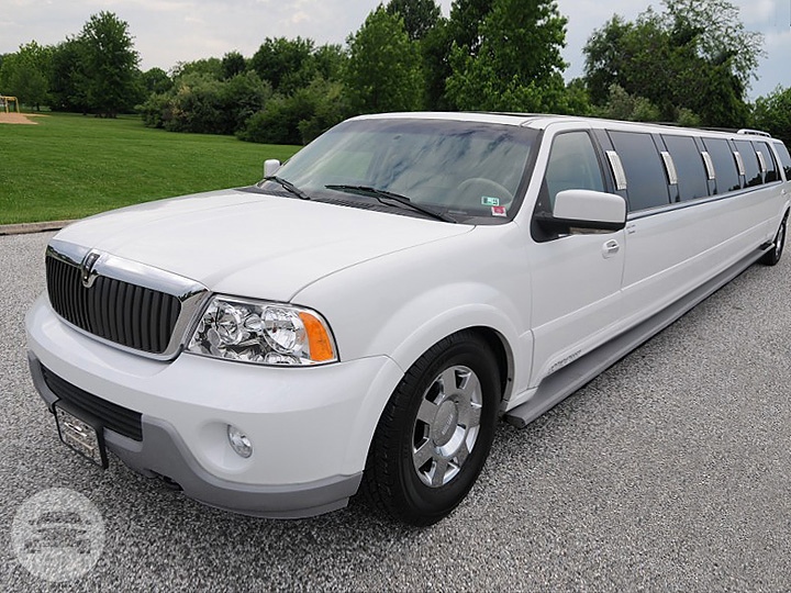 180 inch White Stretch Lincoln Navigator Limo / New Orleans, LA   / Hourly $150.00