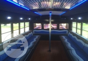 PEARL INTERNATIONAL 3800 Luxury Party Bus Party Limo Bus  / Detroit, MI   / Hourly $0.00