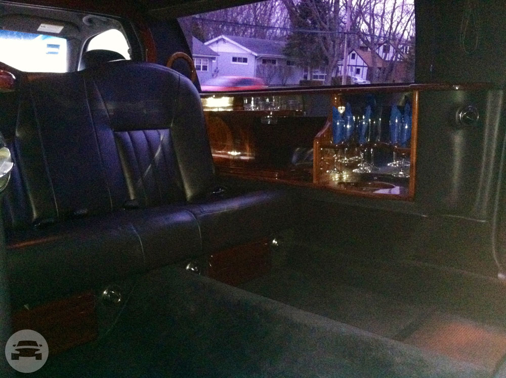 6 Passenger Lincoln Town Car Limousine Limo / Chicago, IL   / Hourly $0.00
