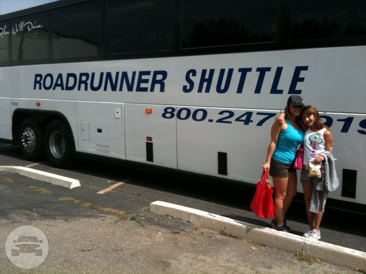 Deluxe Motor Coach Coach Bus  / Los Angeles, CA   / Hourly $0.00