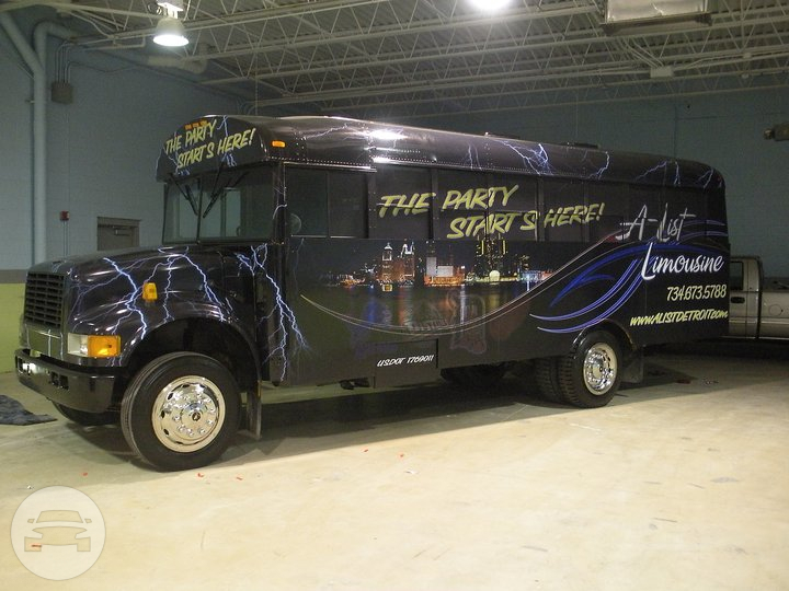 PEARL INTERNATIONAL 3800 Luxury Party Bus Party Limo Bus  / Warren, MI   / Hourly $0.00