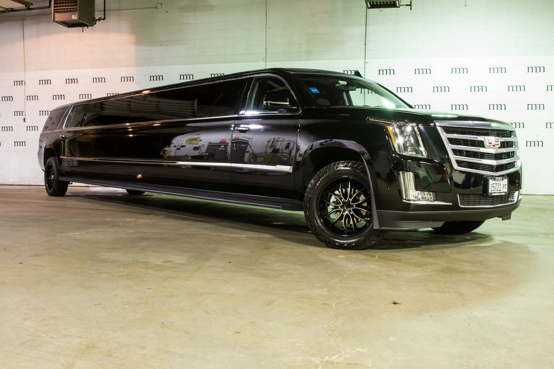 22 Passenger Cadillac Escalade Stretch Limo / Union, IL 60180   / Hourly $0.00