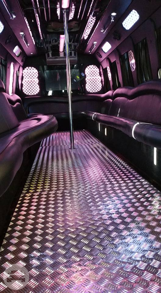 Luxury Party Limo Bus Party Limo Bus / Chicago, IL   / Hourly $0.00