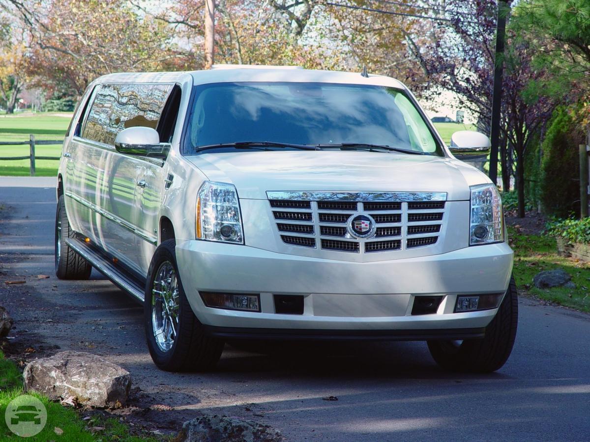 White Cadillac Escalade SUV Limo - 24 Passenger   US ...