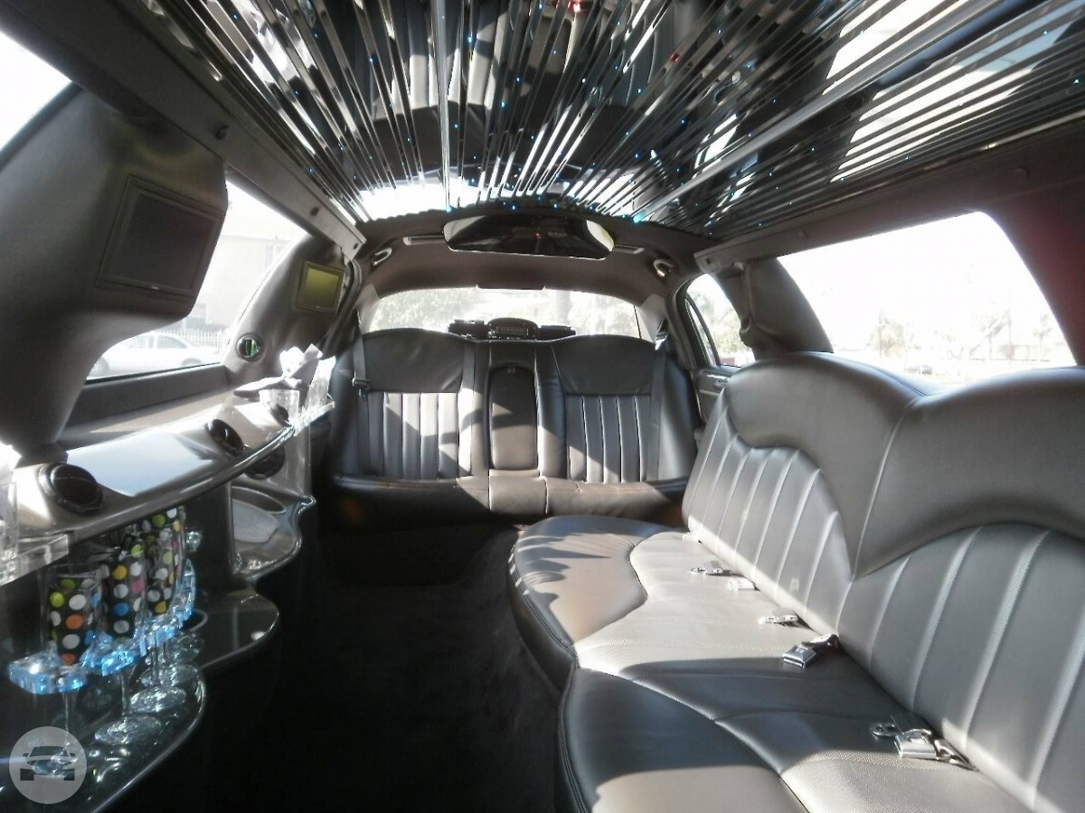 White Stretch Town Car Limo / South Orange, NJ 07079   / Hourly $0.00