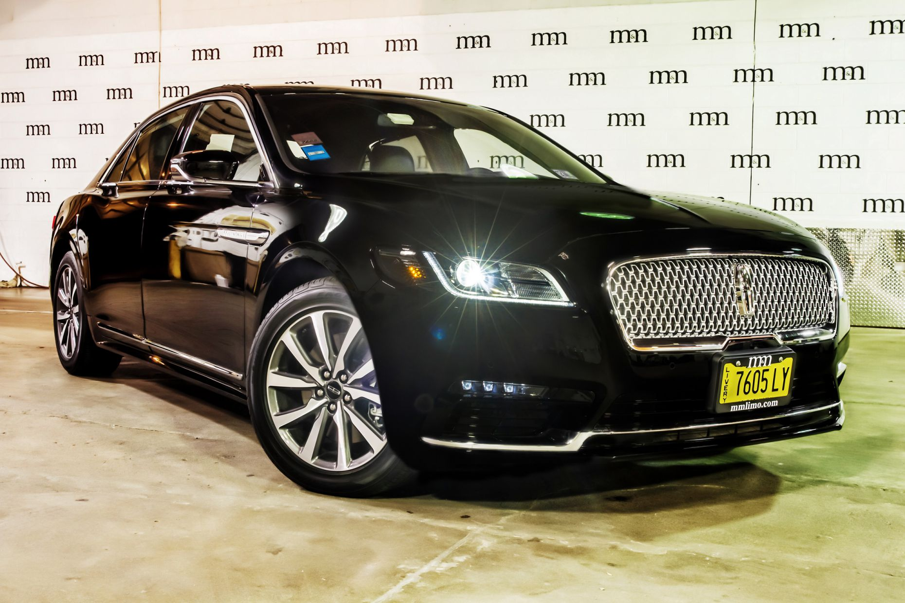 Lincoln Continental Sedan / Waukegan, IL   / Airport Transfer $75.00