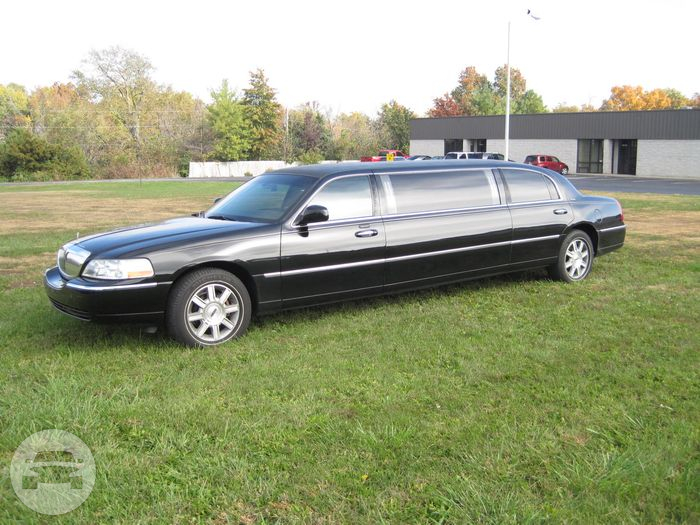 6 Passenger Lincoln Town Car Limousine Limo / Portage, IN   / Hourly $0.00